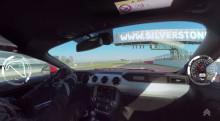 Kom bag rattet af den nye Ford Mustang V8 på Silverstone-racerbanen i fantastisk interaktiv video