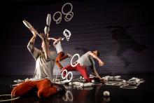 Jongleringskonst som upphäver gravitationen