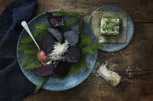 Paul Svenssons rökta betor med örtpicklad tofu och äpple