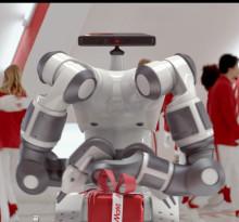 Media Markt tar hjälp av robot för paketinslagning i julhandeln
