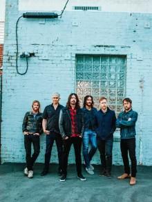 Foo Fighters gästar Sverige och Skavlan