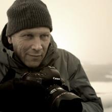 Prisvinnande fotograf och producent till Arktis med Honda som sällskap