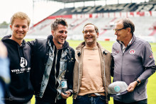Nico Rosberg ist Premierensieger des 1. Viva con Agua-Millerntor-Grand Prix. Die E-Kunst-Karts von Lienen, Bosse, Fritz & Rosberg können meistbietend ersteigert werden für sauberes Wasser in Äthiopien!
