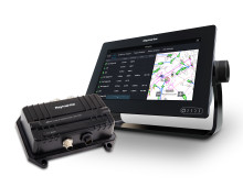 Raymarine - boot Düsseldorf : Raymarine Launches New AIS Transceiver with Integrated Antenna Splitter
