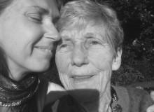 """Dotter om sin sjuka mamma: """"Alzheimer tar över och förvandlar"""""""