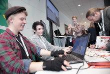 Politiker från hela Mälardalen tog del av ny Minecraft-modell av framtidens Nyköping