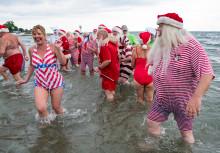 Julemænd fik deres årlige fodbad - se billeder