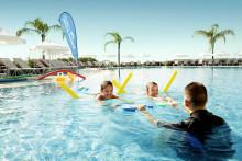 Rekordmange barn lærer å svømme i ferien