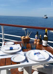 Maritime Dekore und ein besonders exklusiver Jubiläumsteller – Villeroy & Boch gestaltet Tischkultur für das legendäre Hotel du Cap-Eden-Roc an der Côte d'Azur