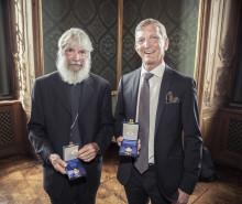 Tomas Sjödin och Peter Halldorf tog emot medalj ur kungens hand