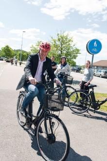 Nu vill kommunledningen i Ale att fler tjänstemän ska välja cykeln framför bilen