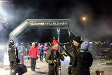 Folkfest på Billingen när nya konstsnöspåren invigdes
