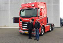 En af de første nye 500 hk Scania leveret til AB Handel