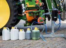 Fem førende virksomheder i landbrugssektoren går sammen om at indføre et lukket påfyldningssystem for sprøjtemidler, der reducerer landmandens eksponering for produktet og hindrer utilsigtet spild