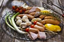 Atria laittaa grillit soimaan: Makkarasesonki nyt parhaimmillaan