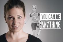"""""""BLEIB AM BALL, GLAUB AN DICH!"""" -  Barbie ermutigt Mädchen in einem Video mit der deutschen Fußballerin Melanie Leupolz an sich zu glauben"""