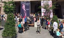 KMH-studenter ljudsätter Ljudbänken på Gustaf Adolfs torg i Stockholm