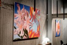 Blique by Nobis och Carl Kostyál hänger konst