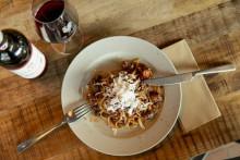 Pasta med salsiccia, fänkål och rött vin - recept & vintips
