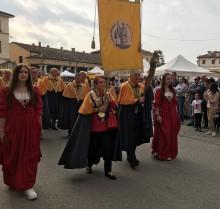 Titusener av italienere feirer tørrfisk fra Norge