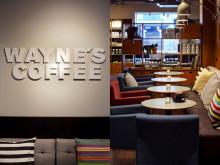 Lördag  10 september nyöppnar Wayne´s Coffee i ett fantastiskt läge på Stortorget i Östersund med nya ägare.