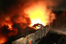 Unikt brand  och bullerskydd med vuxenlego i betong