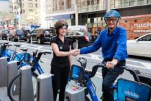 Faltbarer und recycelbarer Fahrradhelm gewinnt den James Dyson Award 2016