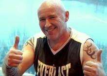 """Thaiboxningsmästare hjälper barn säga """"Nej Tack!"""" till dödliga droger"""