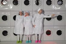 Hjärntvätt tema för mellanstadiepjäs