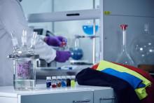 ASICS och Worn Again Technologies i samarbete för kontinuerlig återvinning av sportutrustning