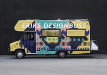 Eriks Designbuss på Konstfacks Vårutställning. Systemtext producerade och monterade dekoren.