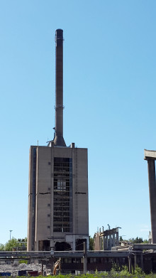 Mussalon 133 metriä korkea voimalaitosrakennus purettiin räjäyttämällä