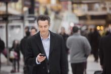 Ako chce nakupovať generácia X alebo Y? So smartfónom v ruke.