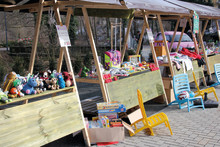 Kleiner Outdoor-Flohmarkt