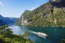 Hurtigrutenextends suspension of operations– plans gradual phase-in