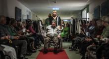 Skøn billedserie: Med til modeshow på plejecenteret