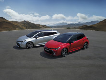 Effektiva elhybrider för alla tillfällen – Toyota visar nya Corolla, RAV4 och Camry i Paris