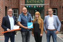 Gemeinde mit Lichtgeschwindigkeit: Samtgemeinde Lühe schließt Kommunalvertrag mit Deutsche Glasfaser