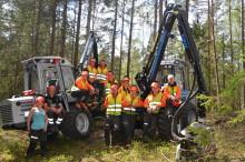 Skickliga och medvetna förare utbildas då skola köper skogsmaskiner och simulator från Vimek