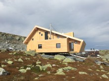 Nordpeis varmer fjellturister