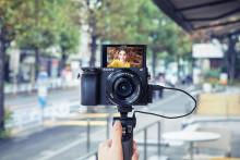 Открыт предзаказ на беззеркальную камеру нового поколения Sony α6400