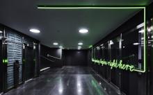Så skapar ljusskyltar och printdekor vinnande arbetsplatser