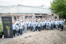 """AbbVie-Mitarbeiter mit """"Helfenden Händen"""" in der KITA Wolfsgrube"""
