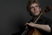 Andreas Brantelid spelar Elgars cellokonsert tillsammans med Gävle Symfoniorkester