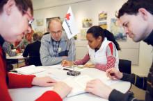 Svenskundervisningen för asylsökande måste säkerställas