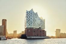 Influencer besöker Elbphilharmonie i Hamburg