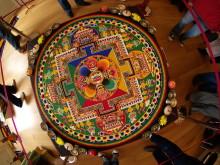 Tibetanska buddhistmunkar inviger ny utställning