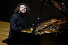 Gävle Symfoniorkester framför Beethovens 7:a och Skrjabins pianokonsert med eleganten Gintaras Januševičius som solist