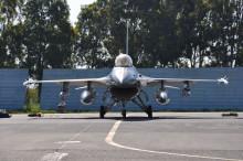 F-16 jager lander i Tøjhusmuseets gård