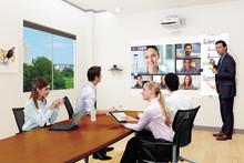 Epsons nye alt-i-ett-møteløsning leverer bilder på opptil 100 tommer og utfordrer flatskjermer